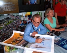 jockey_ron_turcotte_signing_prints